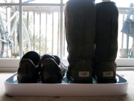 tempat-menyimpan-sepatu-dari-nampan-bekas