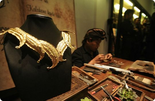 kenali-perhiasan-perhiasan-adat-indonesia