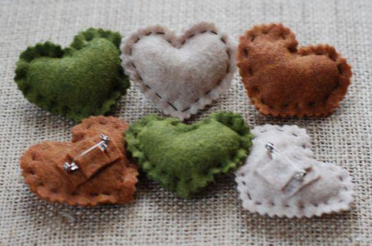 membuat-bros-cantik-untuk-souvenir-dari-kain-flanel