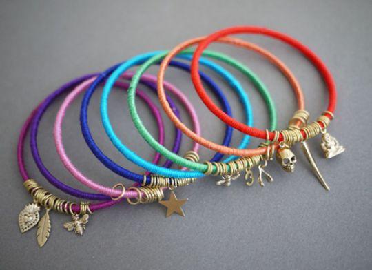 membuat-gelang-lilit-aneka-warna
