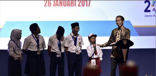 Presiden Jokowi: Lagu Indonesia Raya dan Pembacaan Pancasila Wajib Dilakukan Siswa Sebelum Belajar -