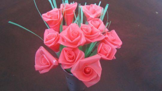 membuat-bunga-mawar-dari-sedotan-plastik