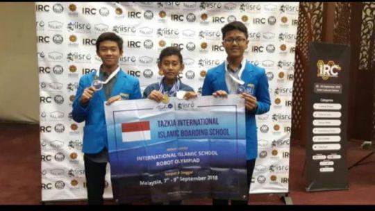 santri-tazkia-iibs-borong-enam-medali-di-iisro-malaysia