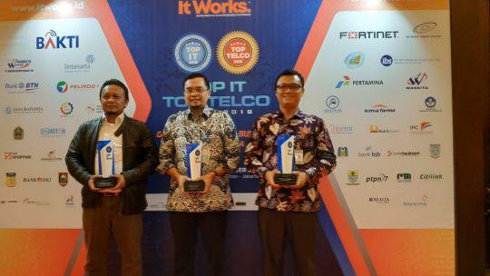 kemendikbud-raih-tiga-penghargaan-di-ajang-top-it-dan-telco-2018