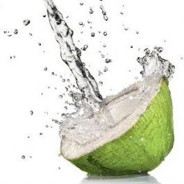 minum-air-kelapa-secara-rutin-dapat-menjaga-kulit-anda-tetap-sehat-air-kelapa-dapat-berperan-sebagai-pelembab-yang-juga-menurunkan-kelebihan-minyak-di-kulit