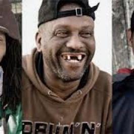 di-cape-town-afrika-selatan-remaja-laki-laki-yang-memiliki-gigi-ompong-dianggap-tampan-maskulin