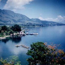 danau-toba-bertipe-vulkanik-yg-merupakan-danau-terbesar-kedua-di-dunia-sesudah-danau-victoria-di-afrika
