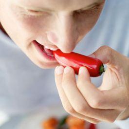 rasa-pedas-dan-panas-pada-saat-makan-cabai-membuat-tubuh-membakar-50-sampai-100-kalori
