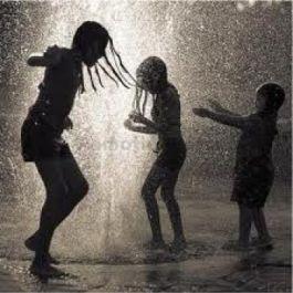 kondisi-rambut-yang-basah-akibat-hujan-akan-membuat-akar-rambut-melemah-dan-menyebabkan-kerontokan