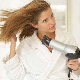 pengering-rambut-dapat-menyerap-kelembapan-rambut-anda-dan-membuat-rambut-menjadi-kusut