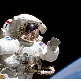 astronot-terlatih-untuk-buang-air-kecil-selama-2-jam-sekali-sehingga-terkadang-mereka-tidak-bisa-merasakan-bila-ingin-buang-air
