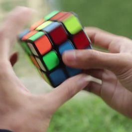 rekor-tercepat-dalam-menyelesaikan-rubik-cube-adalah-5-5-detik