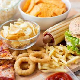 saat-kita-sedang-menghadapi-stres-berkepanjangan-dan-sering-mengasup-makanan-cepat-saji-efek-negatifnya-terhadap-tubuh-lebih-besar-dibandingkan-ketika