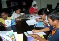 Perpus Keliling dan Ribuan Buku Dikirim ke Padang