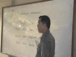 Pak Guru Menangis Usai MA Melarang UN