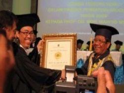 Penghargaan Uii Award untuk Mahfud MD