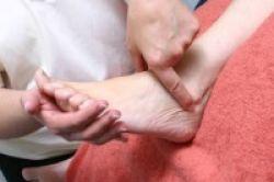 Redakan Rasa Sakit dengan Terapi Bowen