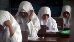 Usai Ujian, Beberapa Siswa SMAN 103 Jakarta Menangis