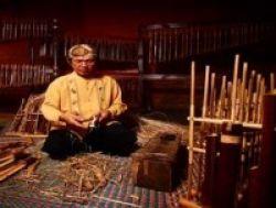 Saung Angklung Udjo Membuat Kurikulum Angklung