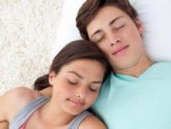 Kapan Saatnya Orangtua Melarang Remaja Berpacaran?