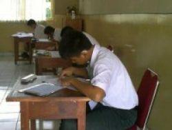 UASBN 2010: Melihat Semangat Para Siswa Tuna Rungu..