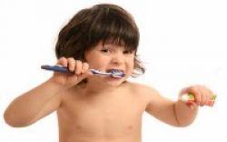 Hindari Lubang di Gigi Susu