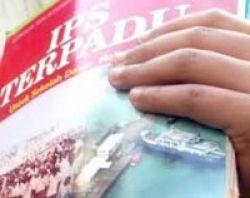 Pembelian Buku Paket Sekolah Memberatkan Orang Tua