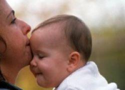 Peluk Cium Orang Tua Membuat Anak Cerdas Emosi