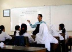Pemerintah Diskriminatif, Hanya Bilang Kekurangan Guru