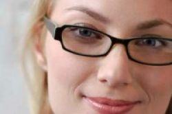 Kacamata Bikin Tampak Lebih Tua 3 Tahun