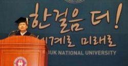 Rektor UI Raih Doktor Politik di Korea