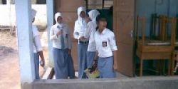 Siswa Putri Wajib Pakai Rok Panjang