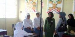 Bawa Infus, Elvi Herawati Ikut UN