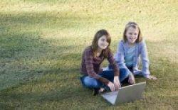 Carrefour dan Unilever Donasikan Laptop