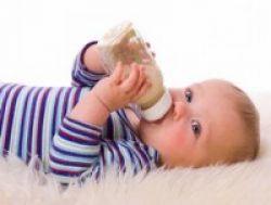 Minum Susu Botol Picu Karies pada Anak