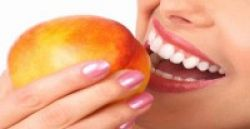 Putihkan Gigi dengan Buah Apel