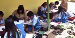 Pak Presiden SBY, Tolong Bangun Sekolah Saya!