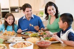 Ajak Anak Konsumsi Makanan yang Sehat dengan Cara Ini...