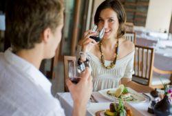 Bahaya Minum di Sela-Sela Makan