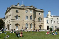 University of Bristol Tawarkan 10 Beasiswa untuk S-1 dan S-2, Yuk Ikut!