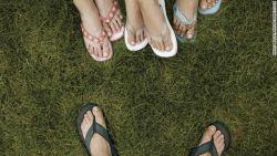 Kriteria Sandal yang Aman untuk Kaki Anda