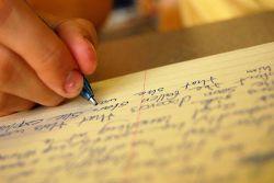Kita Bisa Hidup dengan Menulis