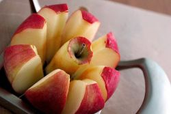 Trik Agar Apel Kupas Tak Berwarna Kecoklatan