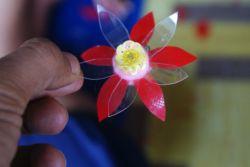 Bunga dari Botol Bekas Produk Kreatif Harga Tinggi