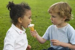 Yuk Ajarkan Anak Berbagi!