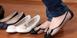 Waspada! Bahaya Akibat Terlalu Sering Memakai Sepatu Flat