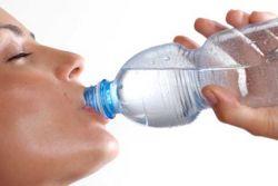 Bahaya Minum Air Putih Jika Kebanyakan