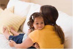 Anak yang Sering Dipeluk Orangtua Bisa Jadi Lebih Cerdas