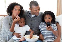 4 Cara Memilih Tayangan TV yang Baik untuk Anak