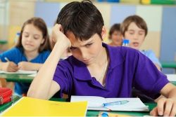 Cara Membantu Anak yang Benci pada Pelajaran Sekolah Tertentu